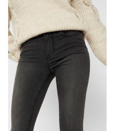 Jeans pitillo gris Vero Moda bolsillos delante